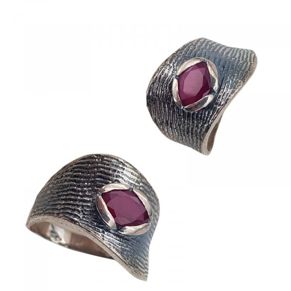 Inel Argint antichizat cu piatra rubinie ,cod 1539A [0]