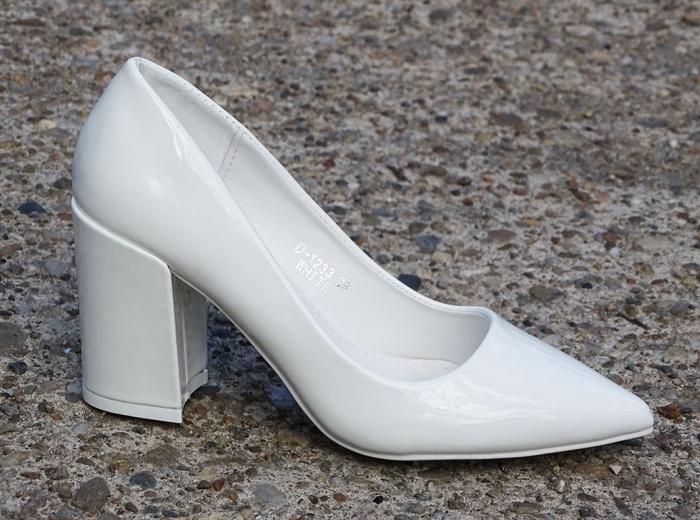 Pantofi eleganti albi de lac cu toc gros Iris 0