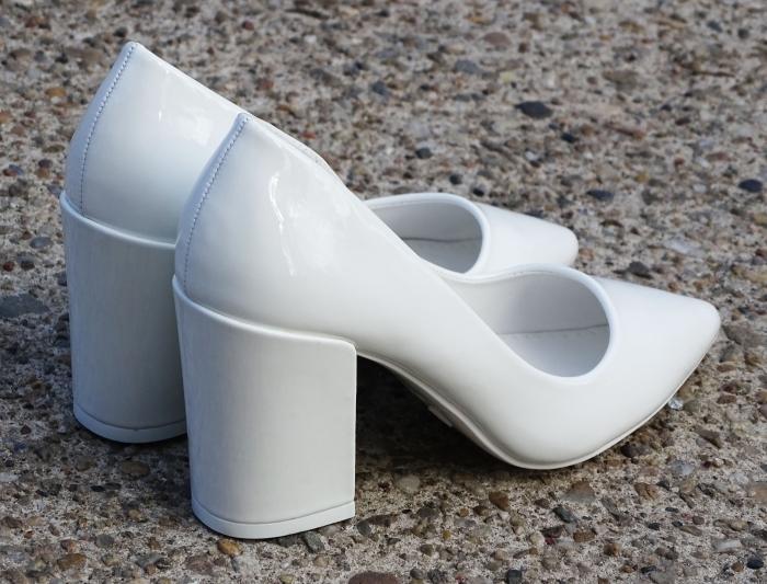 Pantofi eleganti albi de lac cu toc gros Iris 3