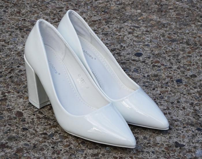 Pantofi eleganti albi de lac cu toc gros Iris 2