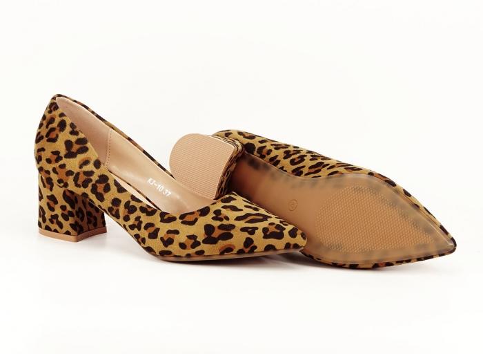 Pantofii dama print leopard cu toc mic si varf ascutit Cristina 3