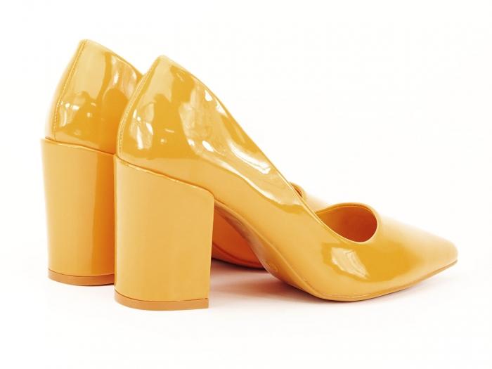 Pantofi galbeni de lac cu toc gros Iris 1
