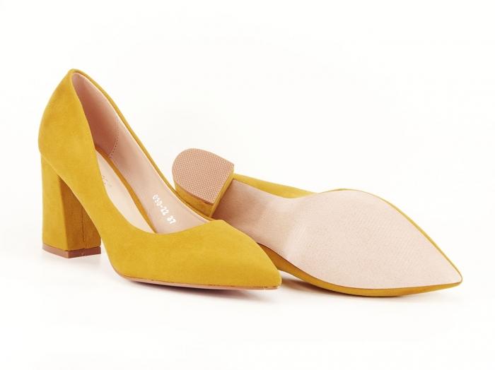 Pantofi din velur galben mustar cu toc gros Anais 5