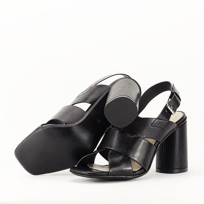 Sandale negre cu toc gros Amalia 3