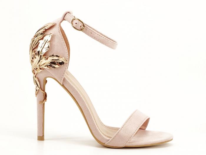 Sandale roz pudra cu toc inalt decorat cu brosa Ina 1