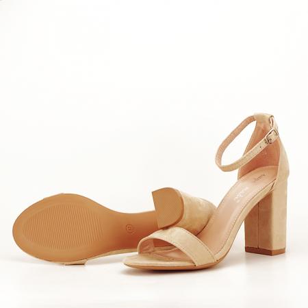 Sandale bej cu toc gros Flavia4