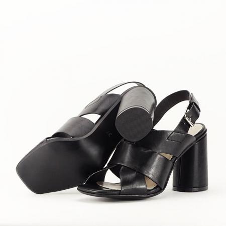 Sandale negre cu toc gros Amalia3