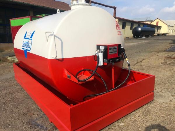 Rezervor suprateran 9000 litri cu pompa Cube 56 - alb-rosu 2