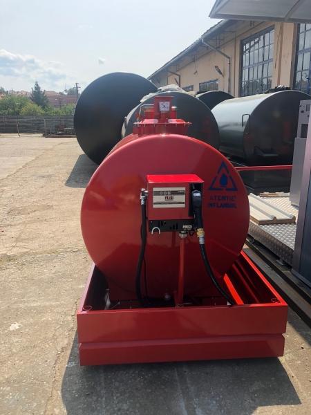 Rezervor suprateran 2000 litri cu pompa CUBE 56 2