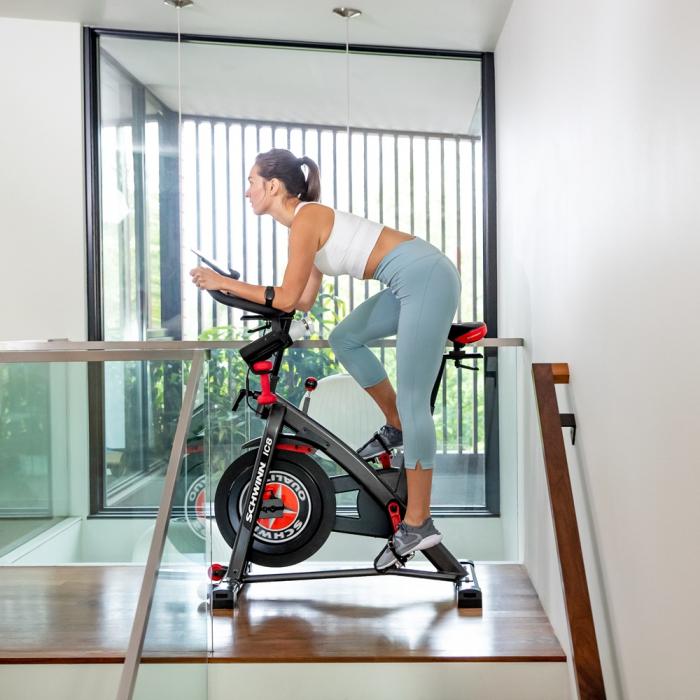 Bicicleta spinning Schwinn IC8 4
