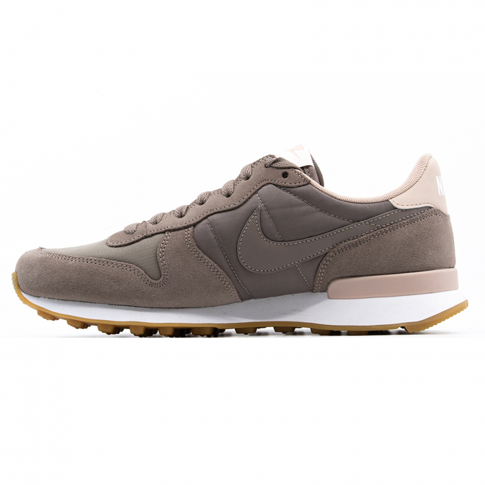 W Internationalist 1