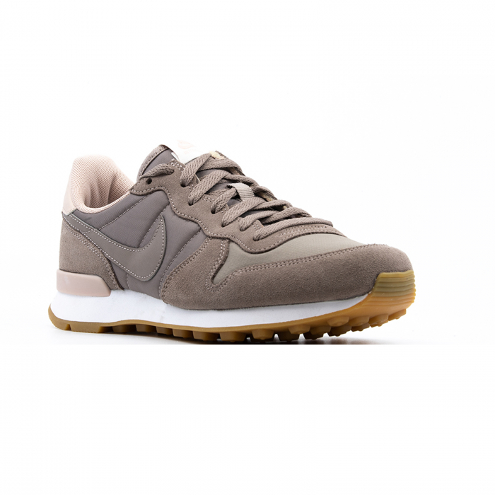 W Internationalist 2