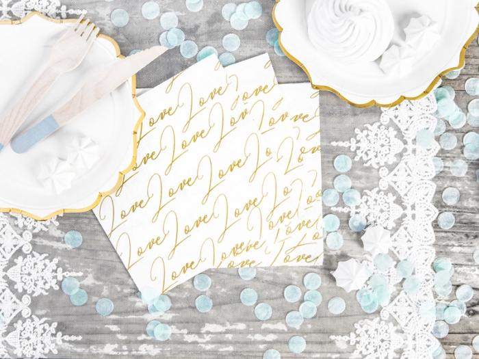 Servetele de hartie cu inscriptia LOVE 1