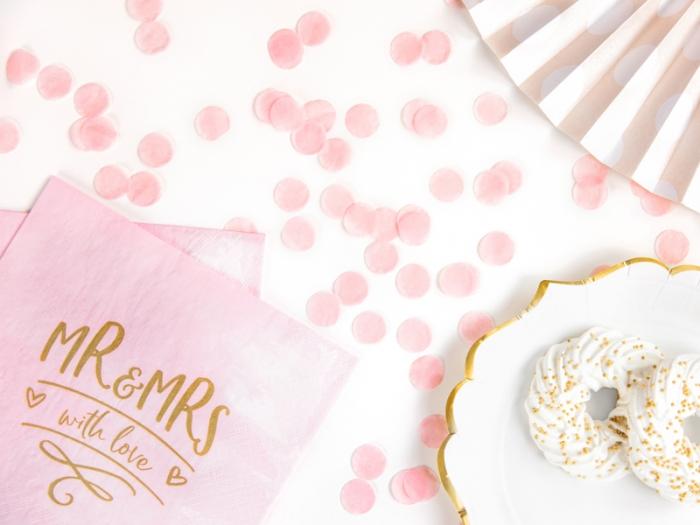 Servetele de hartie roz cu inscriptie aurie Mr & Mrs 1
