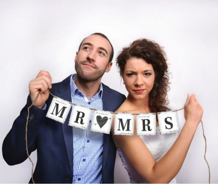 "Banner nunta Mr ""loves"" Mrs 77 cm2"