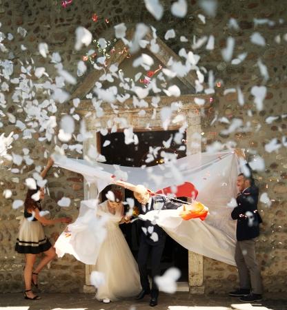 Confetti cannon inimioare albe, 40 cm0