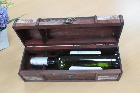 Cutie vin design antic (detalii harta)5