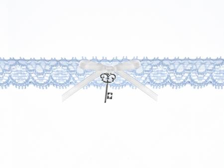 Jartiera dantela bleu cu panglică din satin și un pandantiv în formă de cheita1