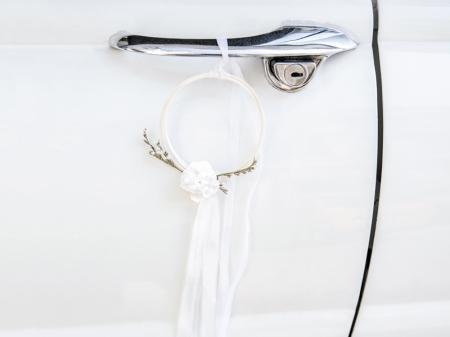 Kit decor masina nunta alb din ratan (decor frontal si 4 manere usa)4