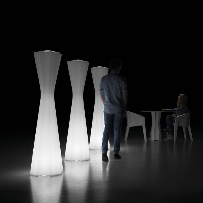 Lampi de podea din polietilena FROZEN LIGHT 1