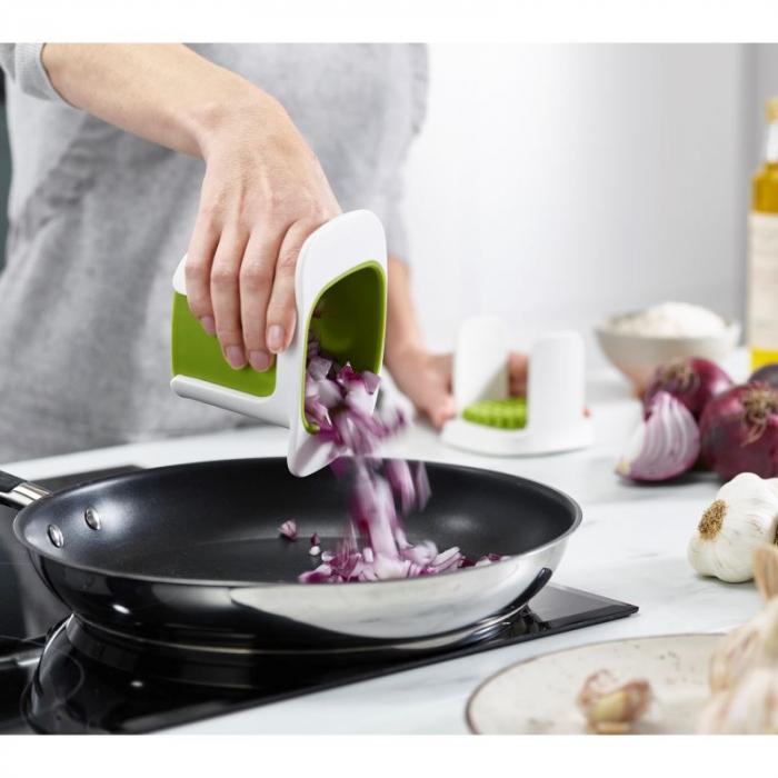 Dispozitiv maruntire legume ChopCup alb - Joseph&Joseph 1