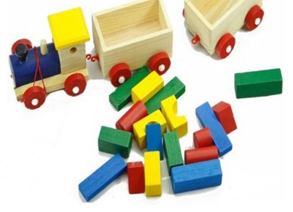 Trenulet și cuburi din lemn [1]