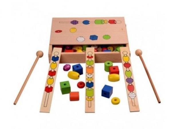 Joc tip Montessori din lemn - Înșiră bilele pe bețe [2]