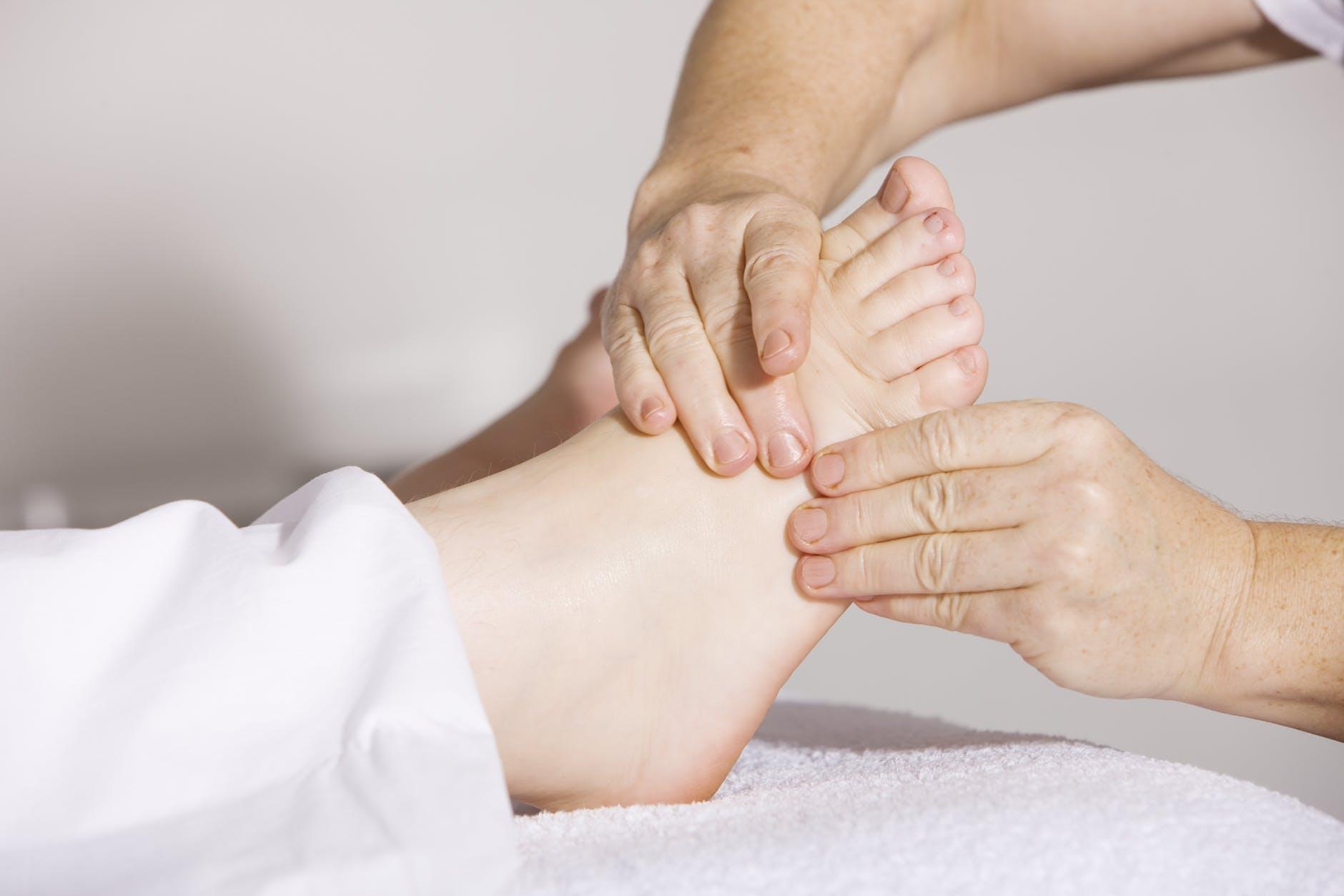 simptome de durere a picioarelor umflate cauza venelor de păianjen pe picioare
