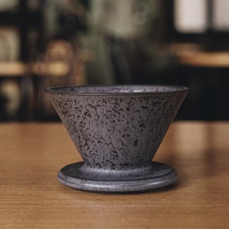 """Dripper Ceramica """"Crystal Eye"""" Negru cu suport Timemore [1]"""