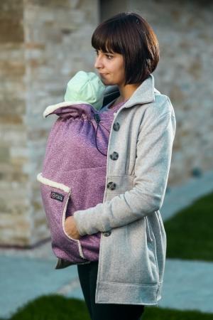 Isara - Protecție de vreme rece pentru marsupiu. Glugă inclusă. Culoare Wild Cherry.0