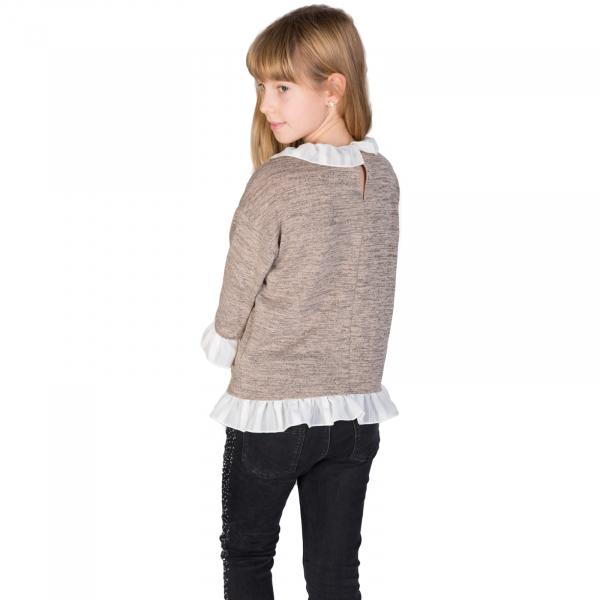 Bluză trendy cu fason lejer și mâneci 3/4. La capetele mânecilor, la gât și la bata inferioară, bluza are volane albe. Se inchide la spate cu un nasture.  Aceasta poate fi asortată cu o fustă simplă sau o pereche de pantaloni/blugi și fetița dumneavoastră poate merge la un film cu prietenele sau pur și simplu la joacă. 1