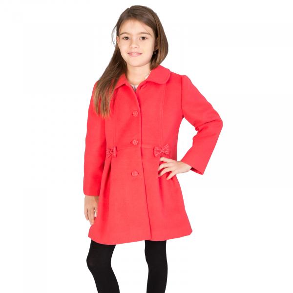 Palton cu guler tip cămaşă, accesorizat cu fundițe și nasturi îmbrăcați cu același material folosit și pentru căptușeală.  Purtând acest palton, fetița dumneavoastră se va simți elegantă mergând la scoală, ca și mami când merge la serviciu. 1