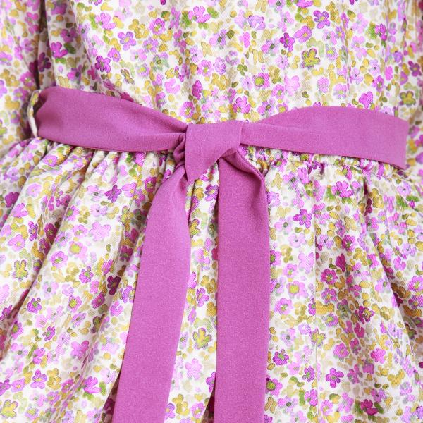 Rochiță veselă creată dintr-un material moale, foarte plăcut la purtat. Desenul reprezintă o combinație de flori roz fucsia și verzi imprimate cu efect de acuarelă pe fond bej. Rochița are volane la baza mânecii și la tiv. Se leagă în talie cu un cordon în culoarea volanelor. Închiderea se face în spate, până în talie, cu nasturi mici, plați, pentru a nu crea disconfort.  VISCÓZA este o fibră textilă obținută din celuloză de lemn de conifere, de stuf etc., elastică, rezistentă și cu luciu mătăsos. 2