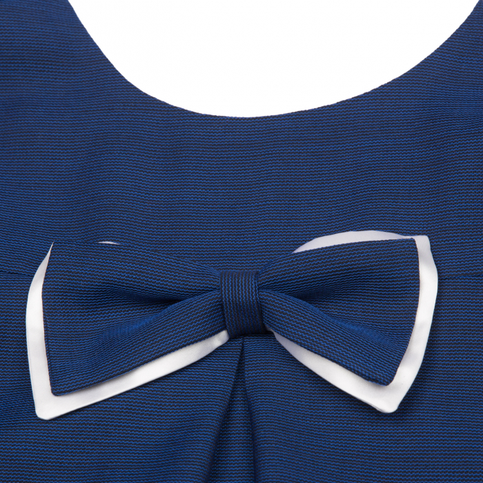 Rochiță de lână (80%), elegantă creată dintr-un material moale, foarte plăcut la purtat.  Încălțată cu o pereche de pantofi asortați, fetița dumneavoastră va fi gata de petrecere cât ai clipi. 0