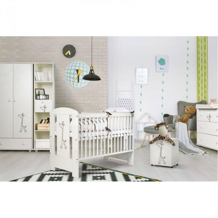 Set mobilier 3 piese Patut, Comoda si Saltea pentru camera copiilor si bebelusilor, Design Girafa, Culoare alb [3]
