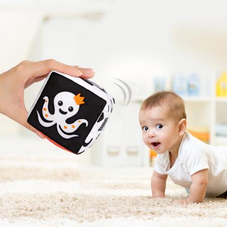 Set 4 jucarii zornaitoare pentru bebelusi, Forme Geometrice, varsta +3 luni, Tumama®, alb/negru [4]
