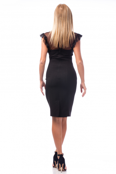 Rochie neagră cu decolteu dantelat 1