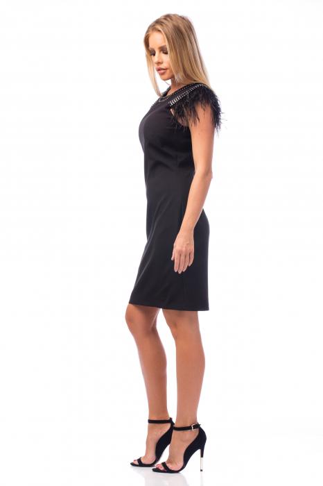 Rochie neagră cu strasuri și pene 1