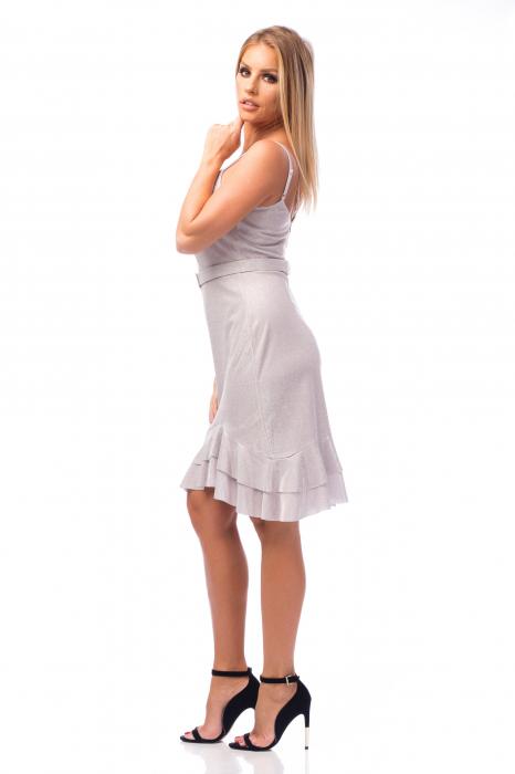 Rochie elegantă cu bretele subțiri și volane aplicate 2