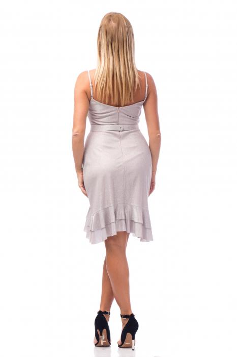Rochie elegantă cu bretele subțiri și volane aplicate 3