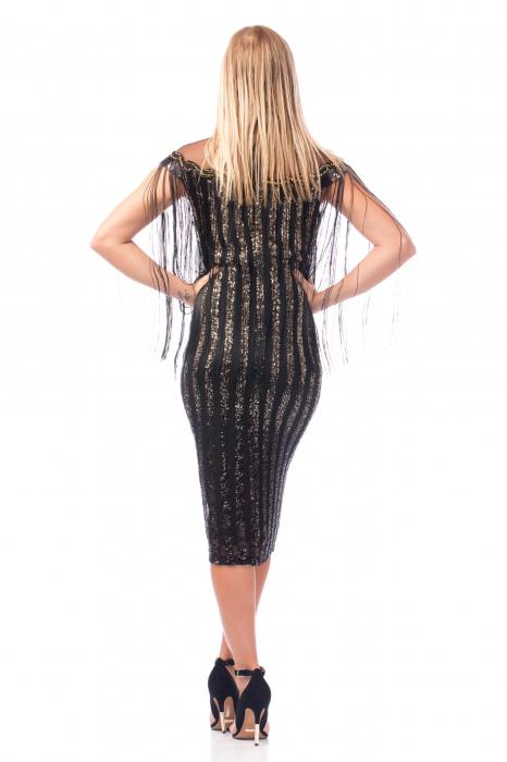 Rochie elegantă neagră cu franjuri și elemente strălucitoare în zona decolteului 3