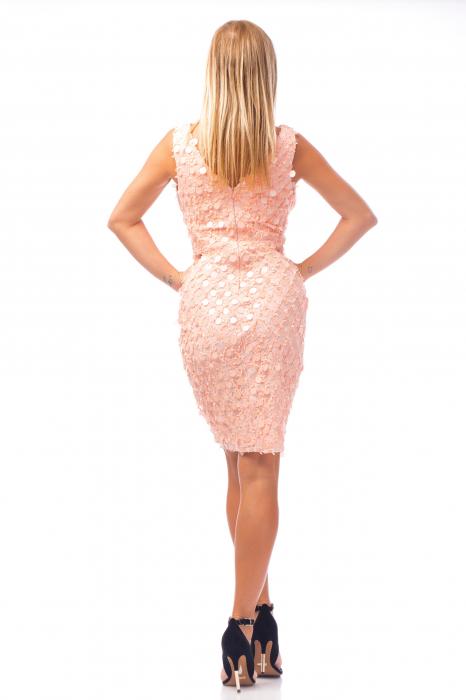 Rochie elegantă roz cu decolteu în V 3