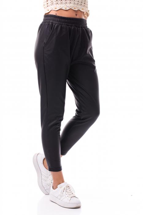 Pantaloni casual imitație piele 1