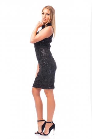Rochie neagră cu decolteu dantelat3