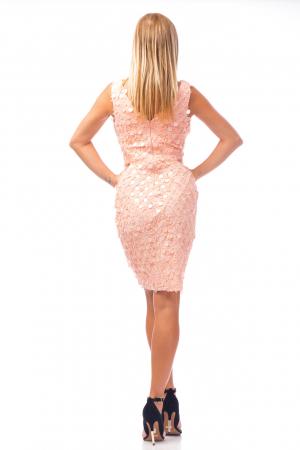 Rochie elegantă roz cu decolteu în V3
