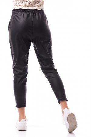 Pantaloni casual imitație piele2