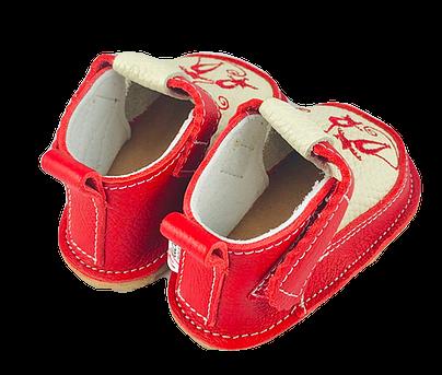 Pantofi rosii cu pisicute, Macco 1
