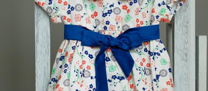 Rochie fetite alba cu flori colorate si cordon albastru, TinTin Shop [1]