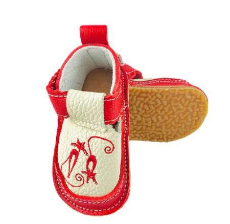 Pantofi rosii cu pisicute, Macco0
