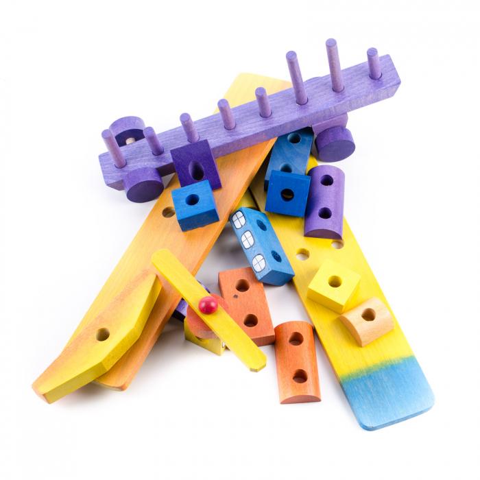 Avion din blocuri de lemn colorate 2